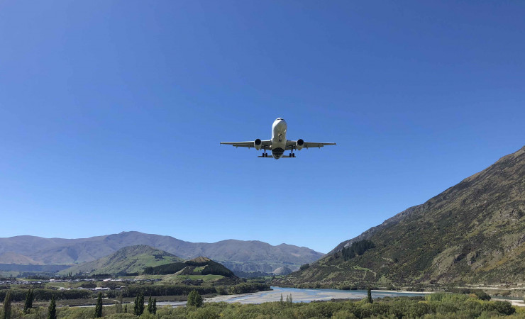 Queenstown airport jet approach v2