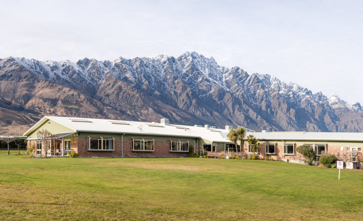 Lakes hospital with remarkables2