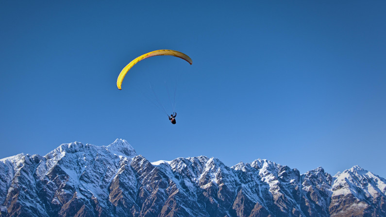 parachute over queenstown